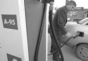 ФАС пытется бороться с дефицитом топлива на заправках. Фото Романа Яровицына