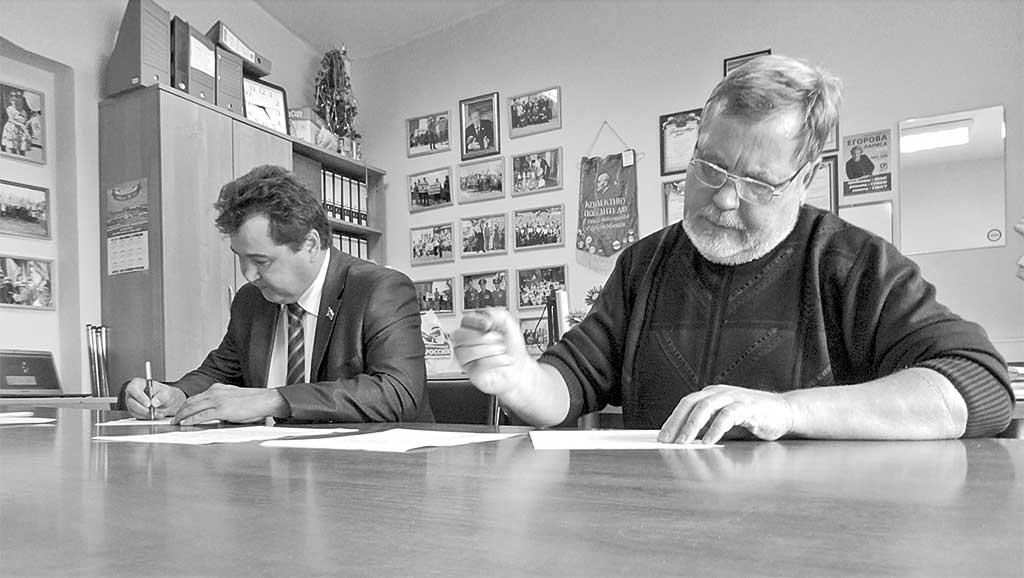 Председатель думы Ангарска Андрей Истомин (слева) и депутат Александр Пашков рассчитывают найти понимание в «Справедливой России»