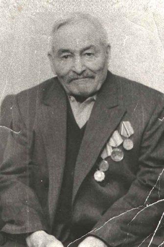 Закончил войну Иосиф Петрович в Австрии, а весь его «европейский маршрут» прописан в семейной реликвии — справке от 25 мая 1945 года о личной благодарности рядовому от Верховного Главнокомандующего Маршала Советского Союза товарища Сталина.