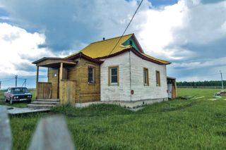 Сегодня в память о самом первом буддистском центре в Приангарье стоит лишь небольшая деревянная постройка в поселке Аларь.