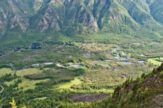 Живописная долина реки Жомболок славится порогами 3-5 Категории сложности, самые сложные из которых «Бильярд», «Катапульта», «Вариант».