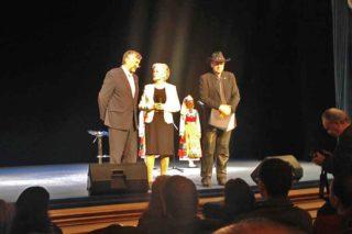 На концерте у Бисера Кирова, как у Посла доброй воли Республики Болгария в Российской Федерации была еще одна приятная миссия — вручить почетные серебряные знаки Древней Плискиа.