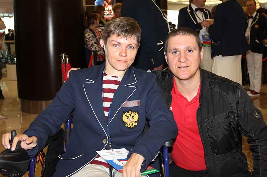 Чемпионка в метании булавы Екатерина Потапова вместе стренером Дмитрием Щербаком.