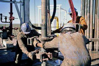 Гораздо лучше чем с газом дела обстоят с добычей нефти — она растет каждый год