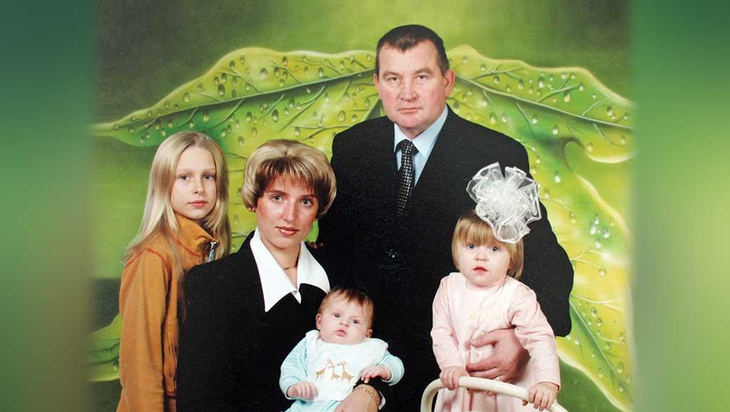 Владимир Астафьев с женой и детьми